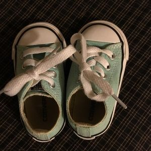 Converse tennis shoes size 4 ( toddlers)